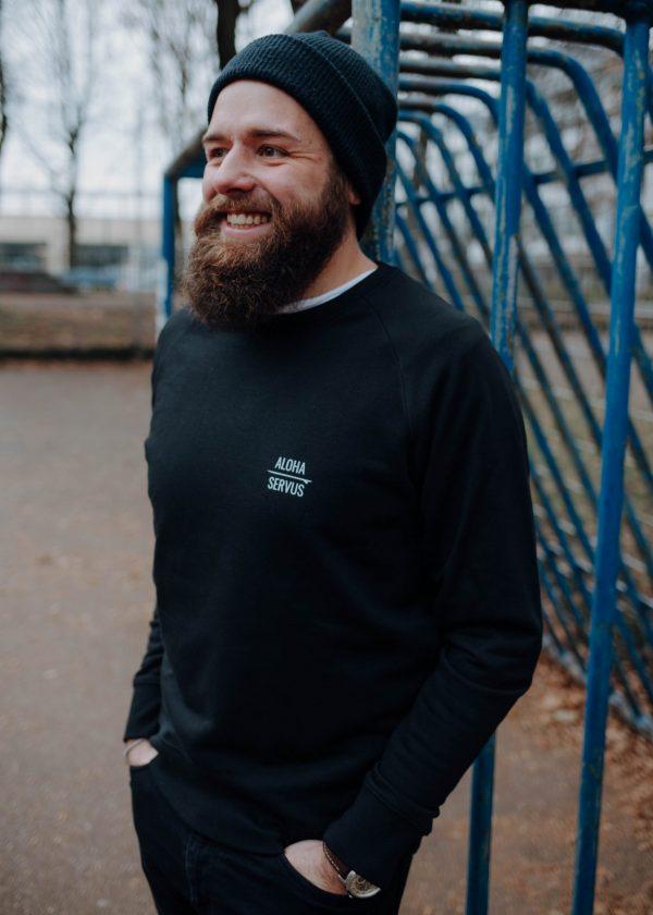 Brennsuppn Surfing - Aloha x Servus - Nachhaltige Bio Baumwolle - Recycling Plastik - Sweater Schwarz / Black